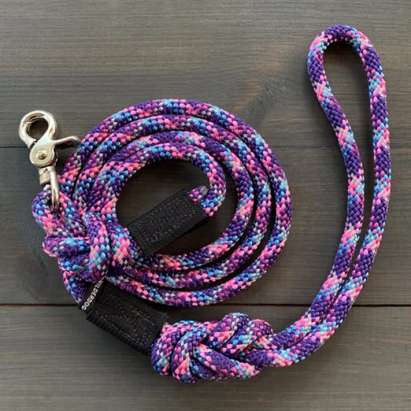 Made of reflective climbing rope with a easy swivel clip.