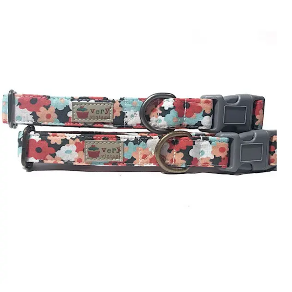 Vintage organic collar flowers on a dark background